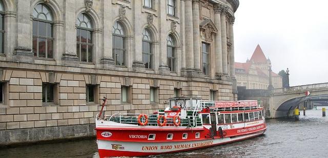 Berlin-Stadtrundfahrt mit dem Schiff flickr (c) Sorat-Hotels CC-Lizenz
